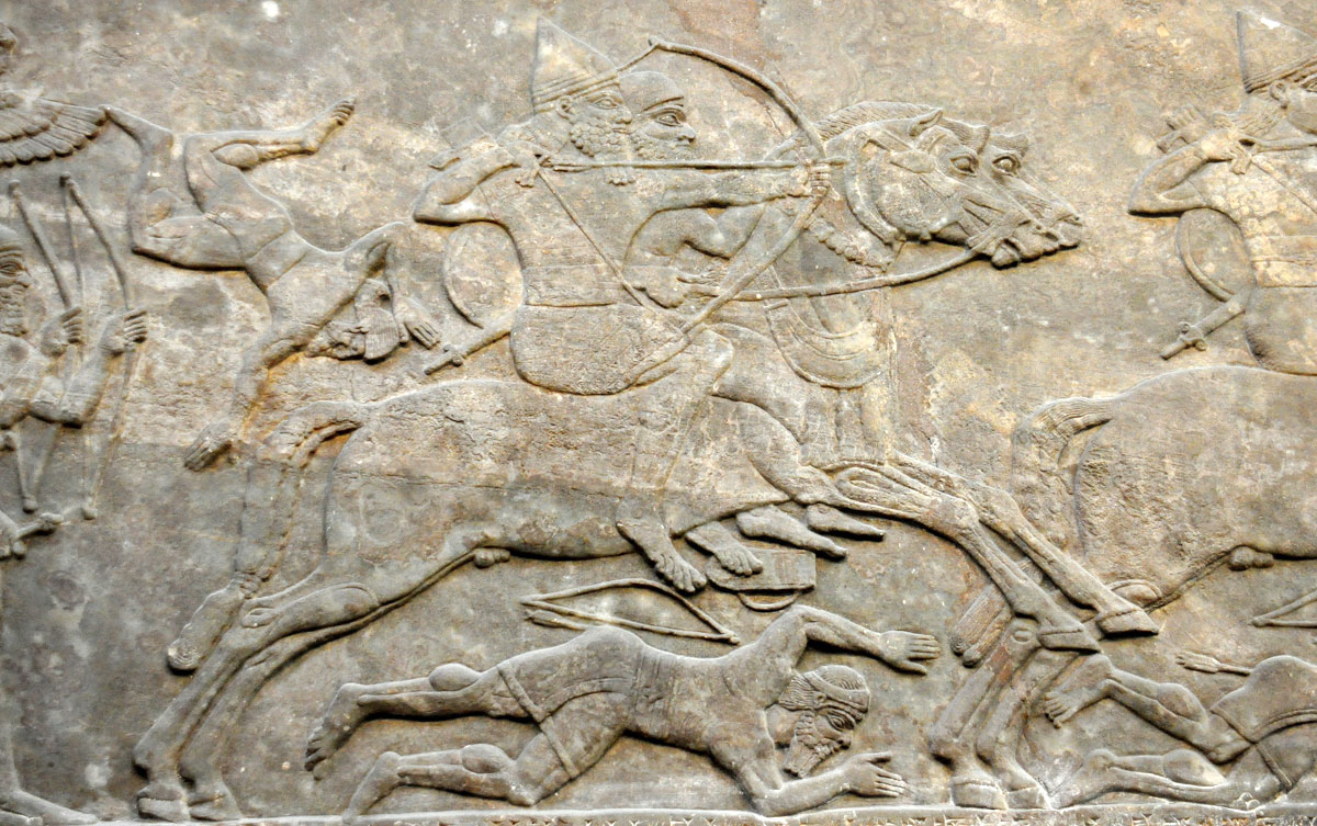 Detalle de un relieve en la pared de yeso de Nimrud, Iraq. Imagen a través de Wikimedia Commons.